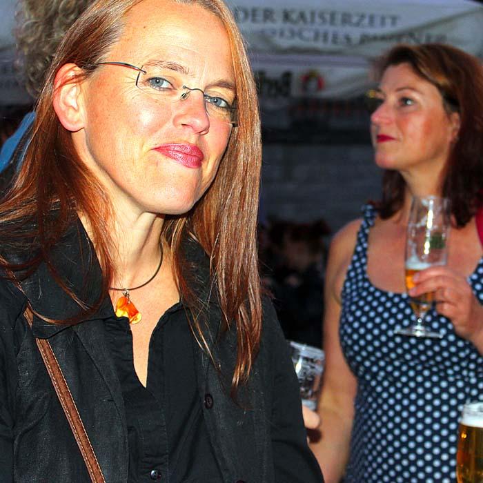 Jana Faust und Dr. Inga Strehlow beim Sommerfestvon Wolfgang Beinert und den Berliner Gestalten am 23. August 2013 im Historischen Hafen von Berlin.