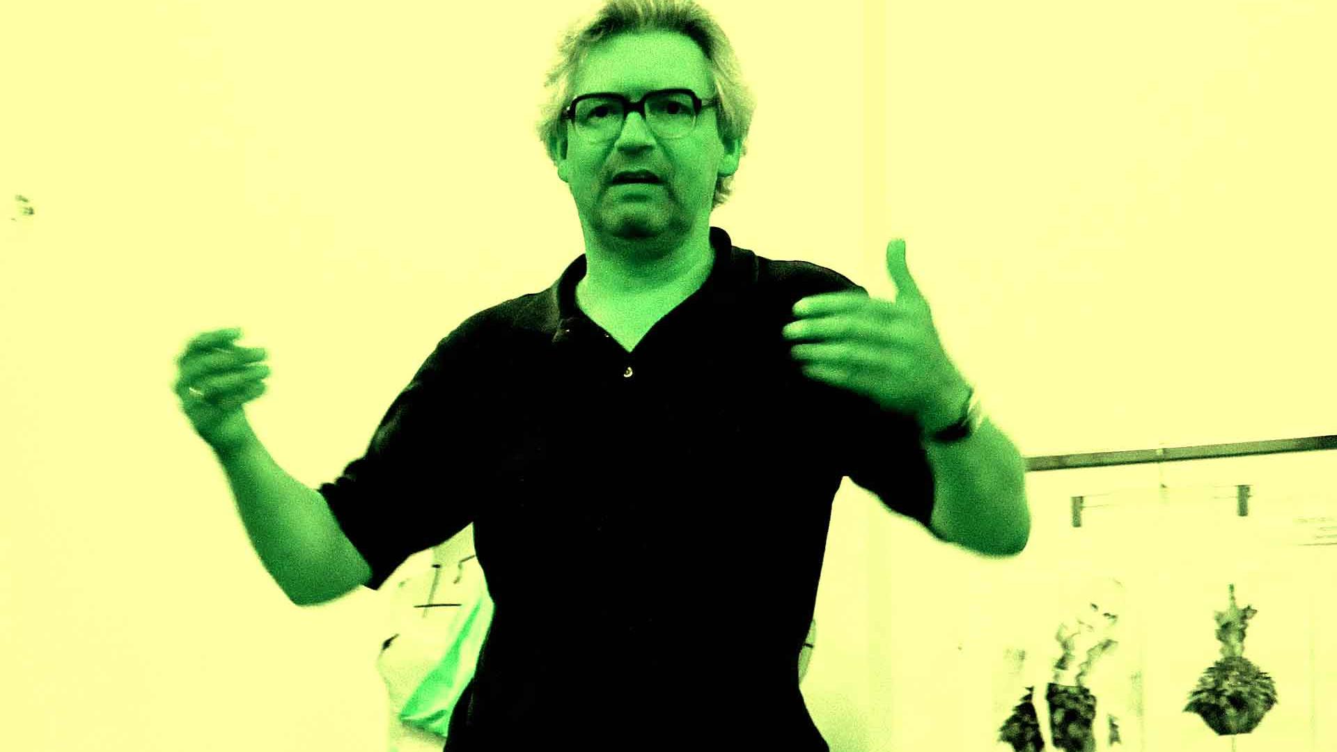 Prof. Dr. Thomas Friedrich bei einem Ateliergespräch am 17. Juni 2010 im Atelier von Wolfgang Beinert in Berlin.