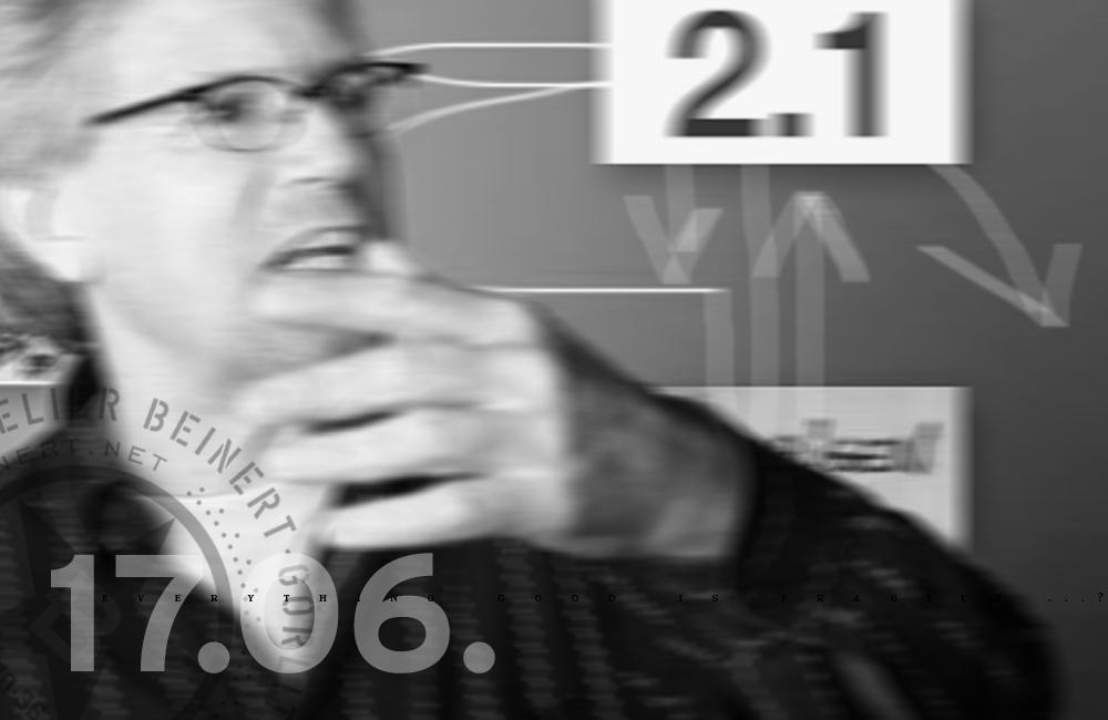 Bekommen die preußisch-protestantischen Designer und Architekten bei diesem Ateliergespräch nun ihr Fett weg? Braucht Berlin mehr Sinnlichkeit? Sind die Neuen Wilden Katholiken? Foto: Prof. Dr. Thomas Friedrich während einer Vorlesung.