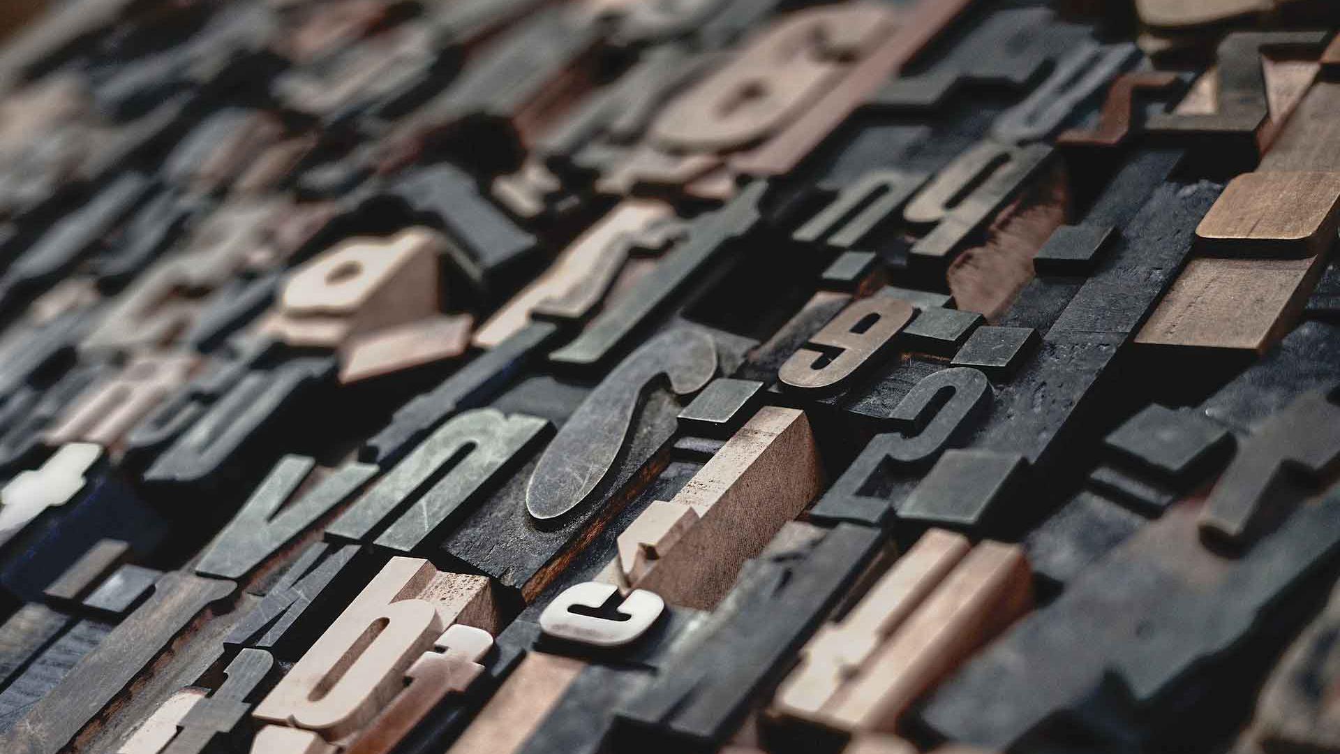 Akzidenzbuchstaben aus Holz.