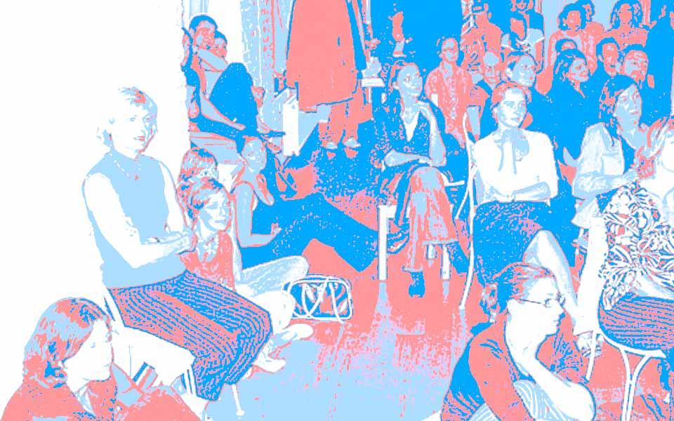 Frank Wagner und Annette Häfelinger hielten ihren Vortrag vor rund 140 begeistertend Zuhörern im Proberaum des Liebfrauentheaters München. Hier im Bild u.a. Volontärinnen und Studentinnen von Wolfgang Beinert: Nikola Martini (3 v.l.), Lies Friedrich (4 v.l.), Carmen Fibranz (5 v.l.), Gudrun Bürgin (2 v.r.) und Christina Bernd.