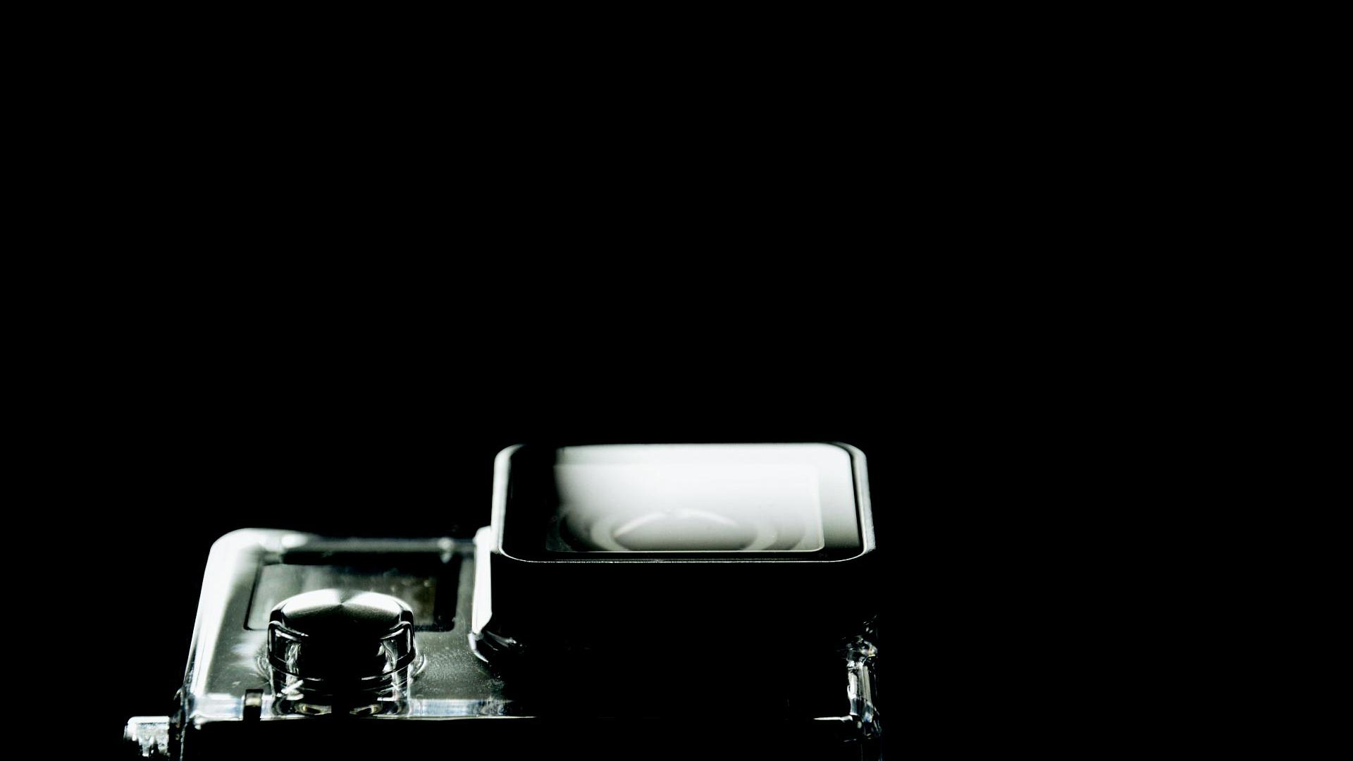 Gemeinschaftsausstellung von Andrej Barov, Guido Baselgia, Eva Leitholf, Regina Schmecken, Margriet Smulders, Hans-Christian Schink, Martin Kollar und Wolfgang Beinert vom 10.11.2005 bis 14.1.2006bei Jordanow - Galerie für Fotografie in München.