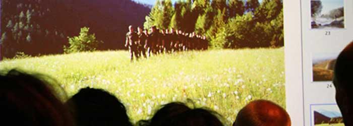 Hier eine Szene aus dem Part »Deutsche Soldaten in Afghanistan« (Gebirgsjaegerbataillon 232 üben für den Afghanistaneinsatz in den bayerischen Alpen). Was mich persönlich erstaunte, war, dass das Publikum zu diesem Themenschwerpunkt die meisten Fragen stellte. Andererseits, wann bekommt man schon aus erster Hand Informationen über den Krieg in Afghanistan? Das Thema wird ja in Deutschland so gut wie totgeschwiegen.