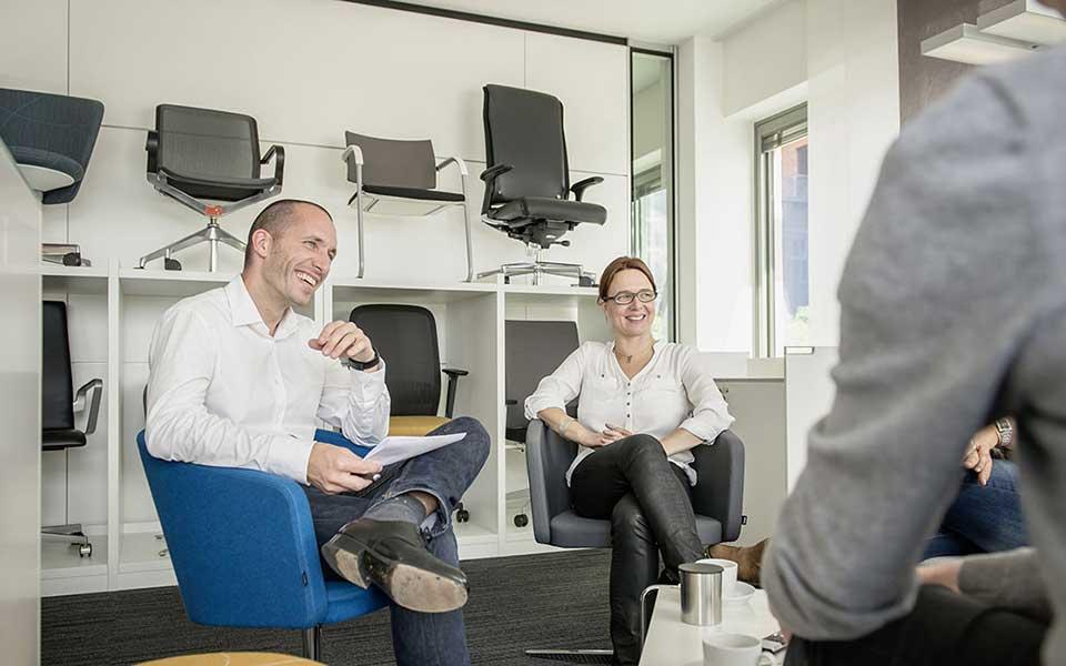 Nicolas Uphaus und Victroia Ringleb bei der Gesprächsrunde »Design ist Aufmerksamkeit« am 21. August 2014 in Hamburg an der Großen Elbstraße. © Foto: Heiko Preller.