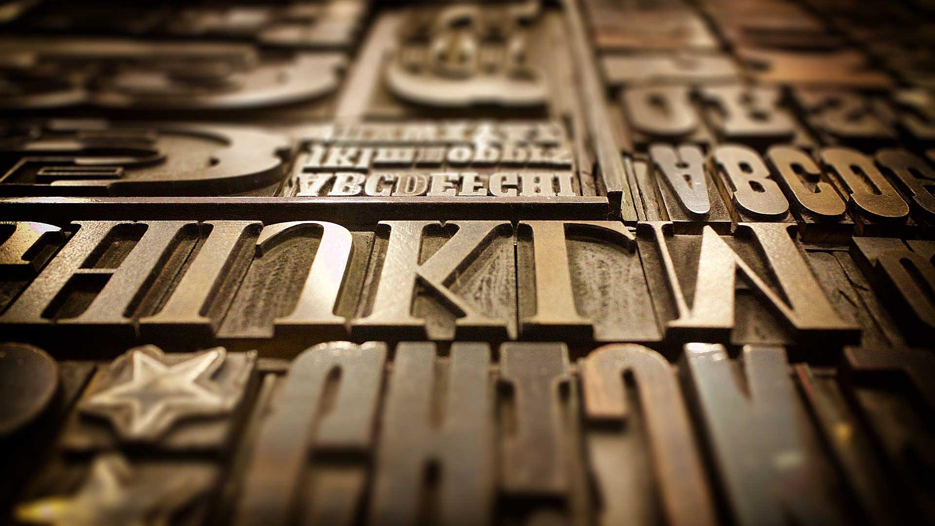 Typolexikon.de ist ein populärwissenschaftliches Langzeitprojekt, um Fachwissen rundum die Typografie, Schrift und Grafikdesign zu dokumentieren und einer breiten Öffentlichkeit zugänglich zu machen. Herausgeber ist der Grafiker und Typograf Wolfgang Beinert. Das Typolexikon ging erstmals 2001 online. Im Jahr 2018 nutzten über 3,6 Millionen Besucher dieses Nachschlagewerk.