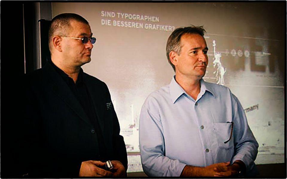 Wolfgang Beinert und Prof. Axel Kolaschnik an der Hochschule Mannheim. Foto Bernhard Pompey.
