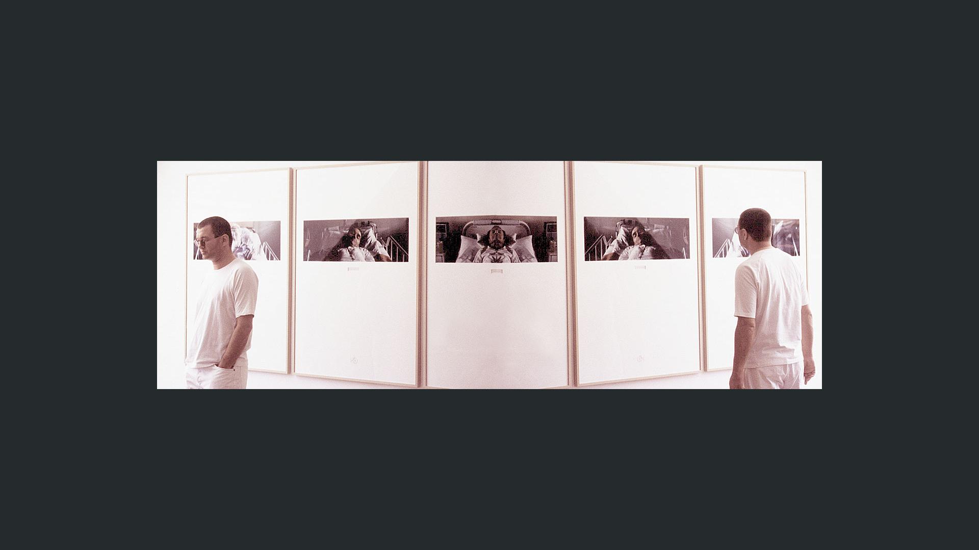 »Das Triptychon Carpe Diem von Wolfgang Beinert ... Absolut schön und schlicht ist diese Trilogie, absolut schonungslos die Aussage ...« Münchner Merkur.