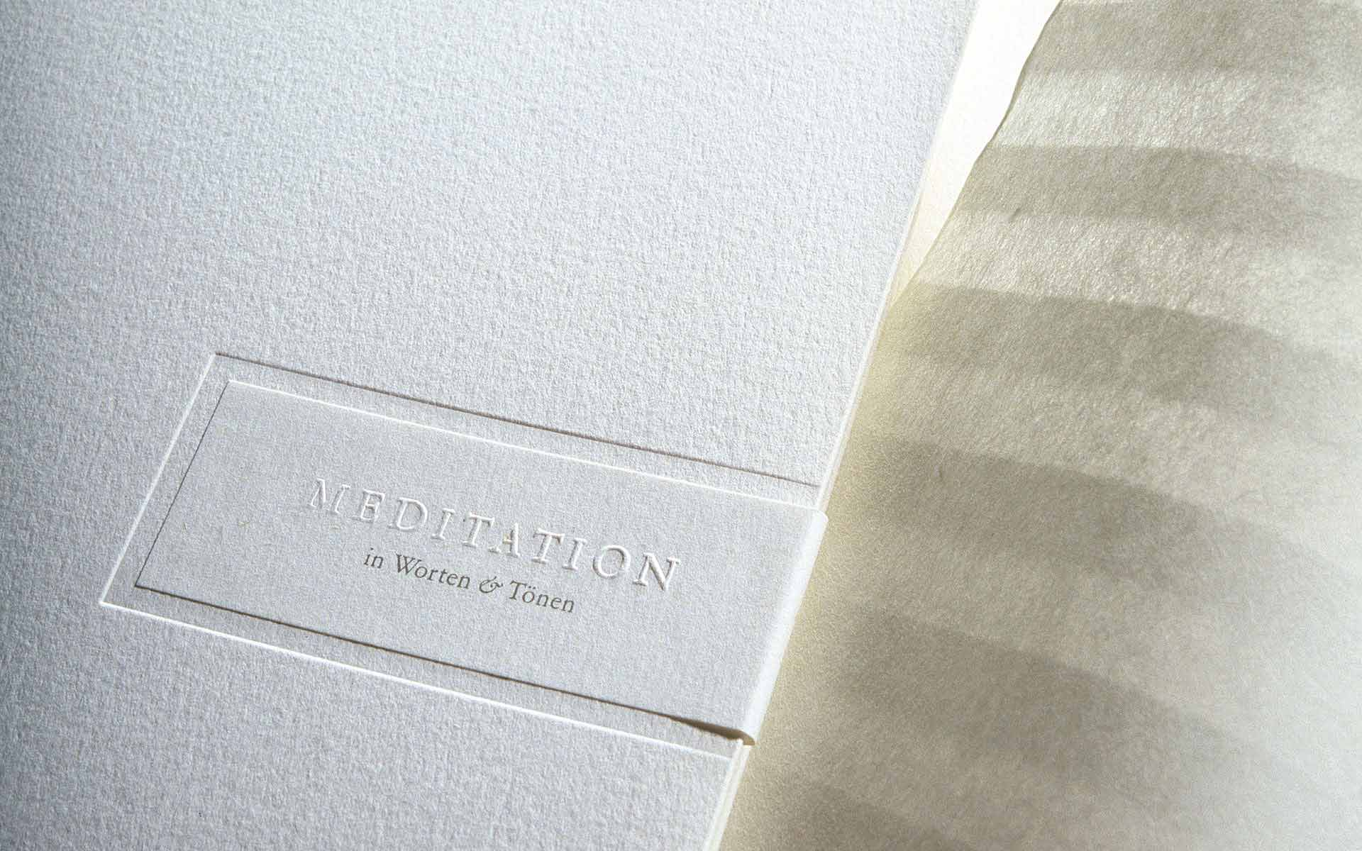Entwurf einer Broschüre mit Blindprägungen für die HypoVereinsbank, München.