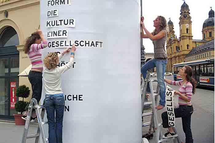 Hochschule München, Designcenter München, Projektzentrum für Design und Fotografie, Installation »Was ist Design?«, 2005–2006.