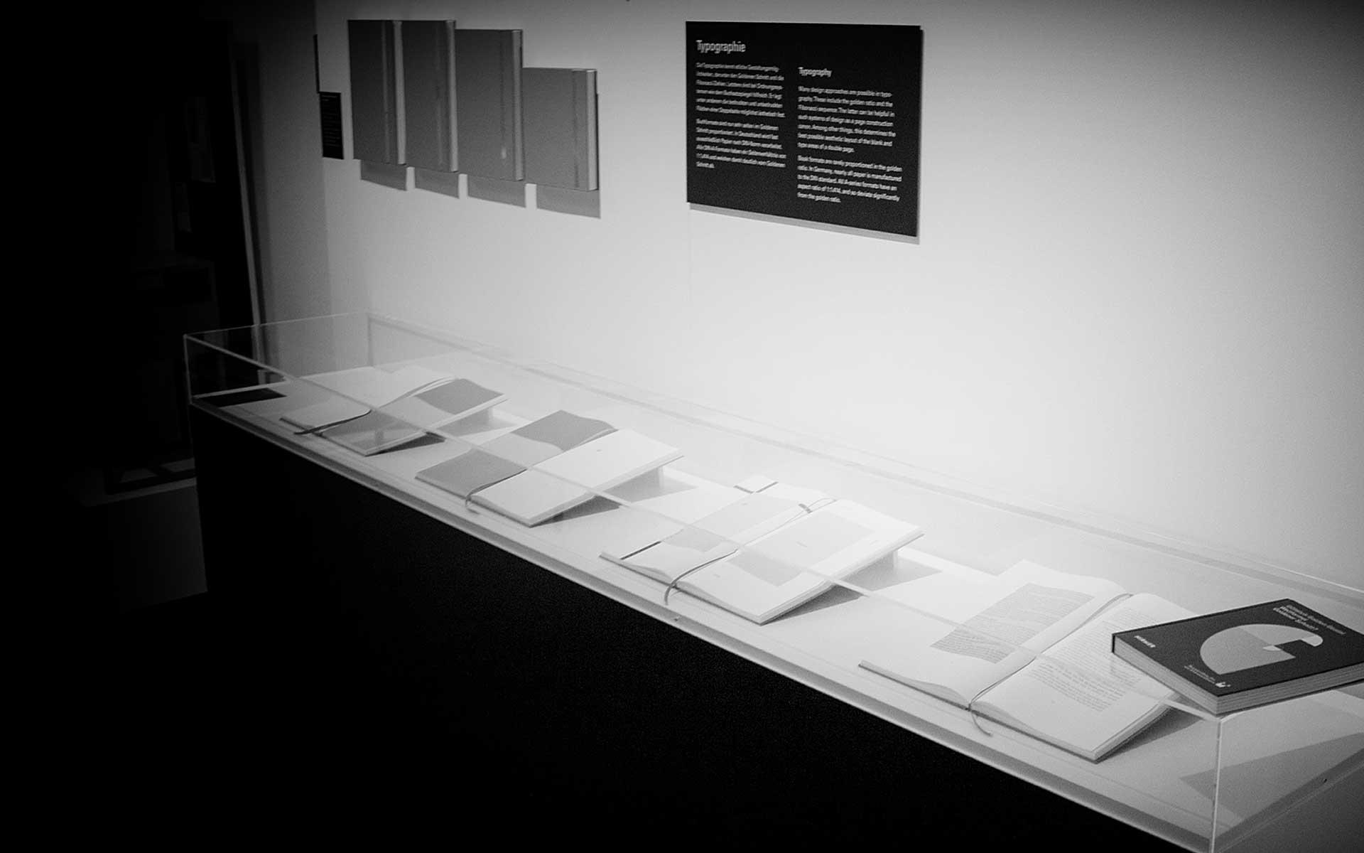 Museum für Kommunikation, Buchsatzspiegel nach dem Goldenen Schnitt, Ausstellung »Göttlich Golden Genial. Weltformel Goldener Schnitt?« vom 9.9.2016 bis 26.2.2017.